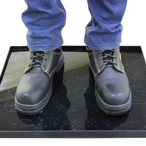 Sanitizing mats for shoes